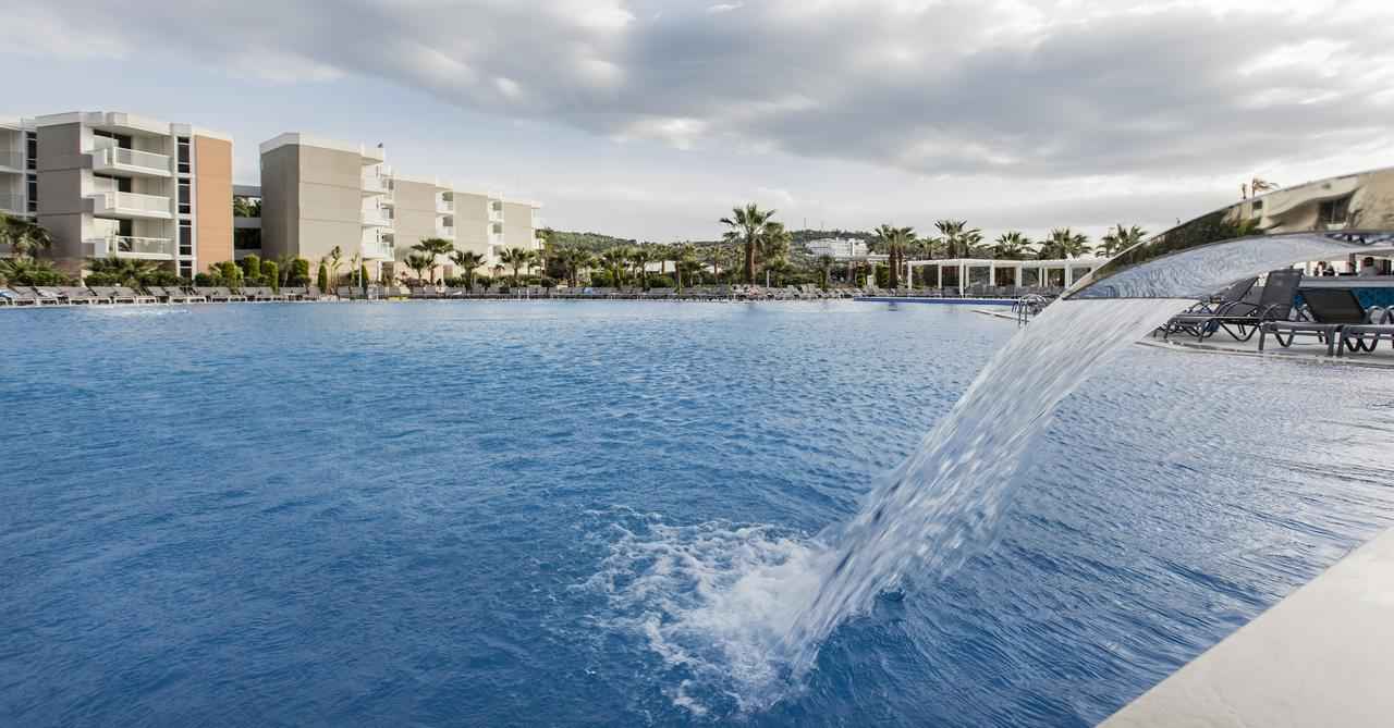Бассейн в Palm Wings Ephesus Beach Resort - Ultra All Inclusive или поблизости