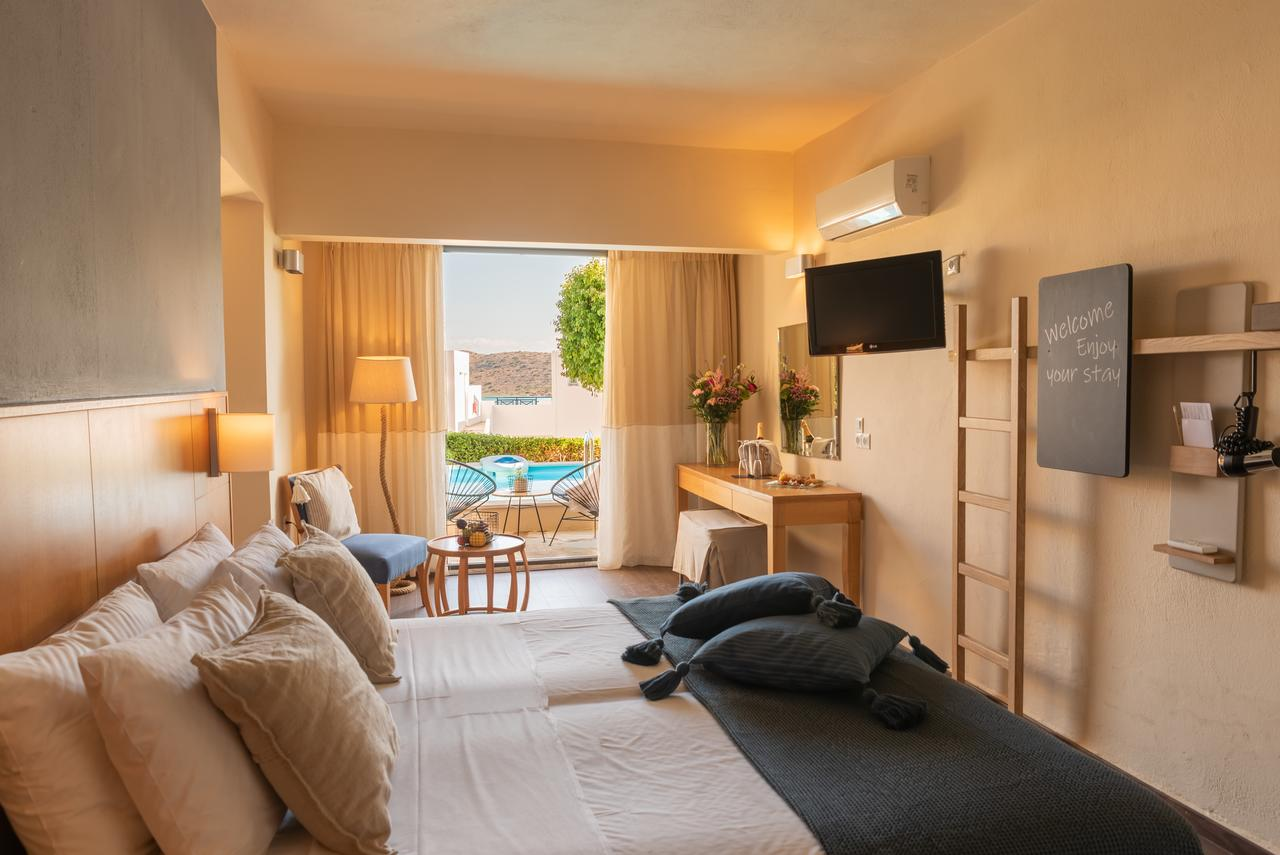 Гостиная зона в Elounda Blu Hotel - Adults Only