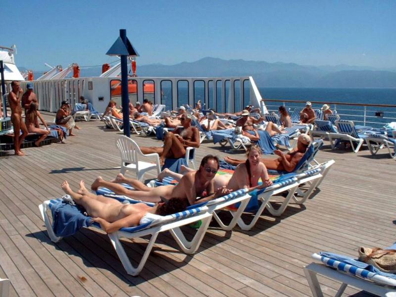 Can I Sunbathe Topless On A Cruise